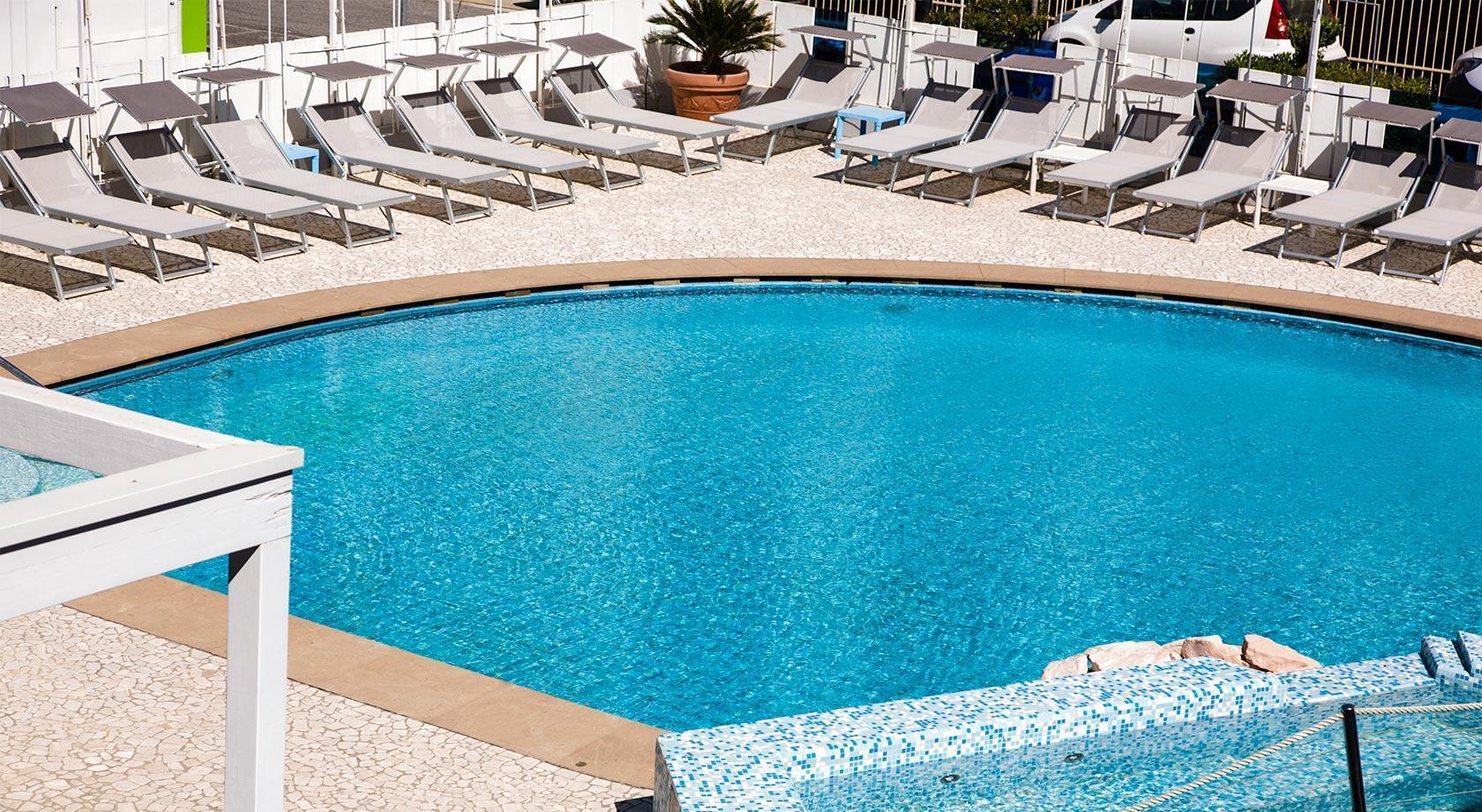 Hotel cattolica 4 stelle sul mare hotel splendid mare cattolica - Hotel sul mare con piscina ...